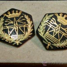 Antigüedades: GEMELOS DAMASQUINADOS EN ORO,PARECE DE ALGUN CUERPO DE IN GENIEROS,AÑOS 40. Lote 34614625