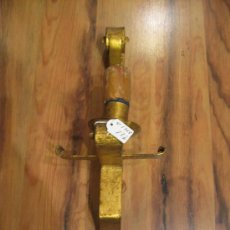 Antigüedades: APLIQUE LÁMPARA PARED EN HIERRO DORADO. Lote 34628123