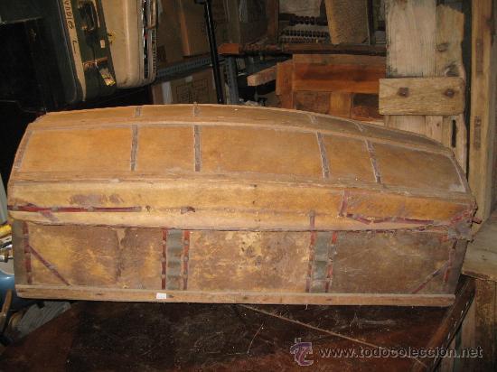 Antigüedades: Baúl antiguo de madera con cantoneras y tachuelas Medidas: 107x53x40cm.- para restaurar - Foto 2 - 34642881