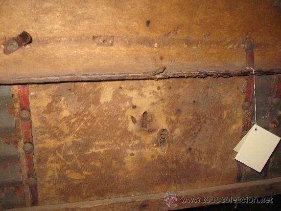 Antigüedades: Baúl antiguo de madera con cantoneras y tachuelas Medidas: 107x53x40cm.- para restaurar - Foto 4 - 34642881