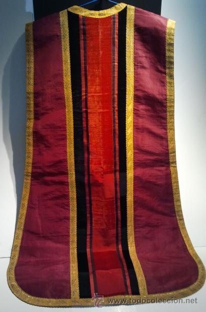 Antigüedades: Casulla de seda granate con bandas de terciopelo rojo y negro y galón dorado. - Foto 2 - 34651042