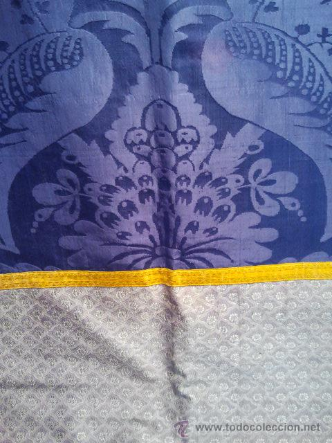 Antigüedades: Dalmática de seda morada con flores y galón amarillo. Siglo XIX. - Foto 3 - 34651416