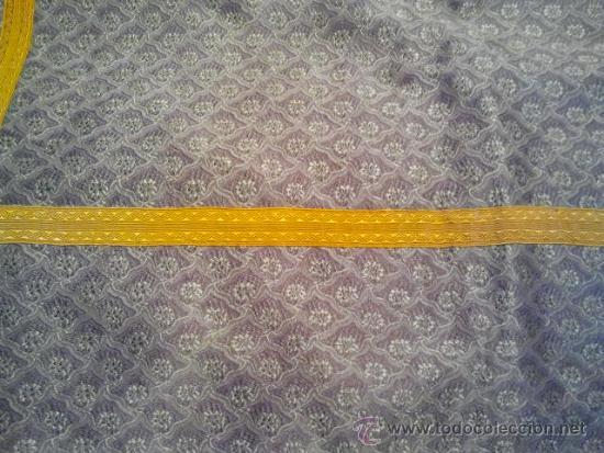 Antigüedades: Dalmática de seda morada con flores y galón amarillo. Siglo XIX. - Foto 4 - 34651416