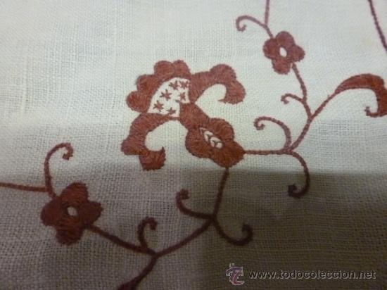 Antigüedades: mantel burdeos bordadas mallorca - Foto 4 - 34670027