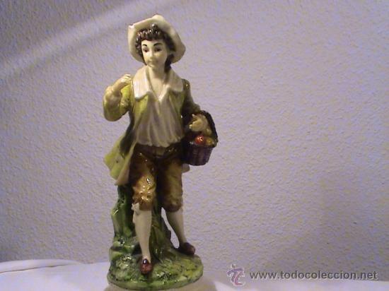 Antigüedades: pequeño desperfecto en el sombrero - Foto 2 - 34705810
