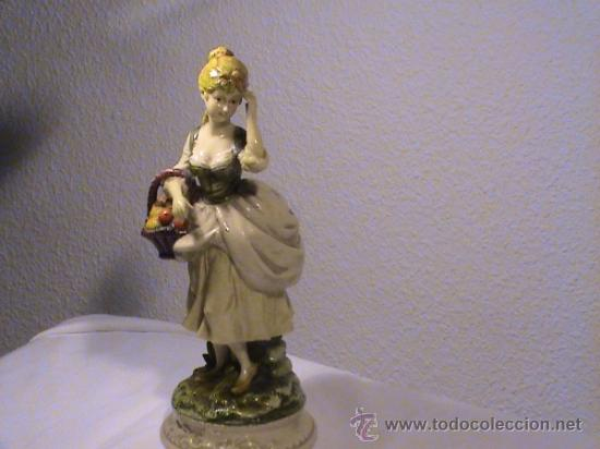 Antigüedades: Preciosa pareja de campesinos porcelana tipo biscuit. - Foto 9 - 34705810