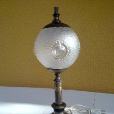 Antigüedades: LAMPARA DE MESA.PIEZAS DE LAMPISTERIA.BAÑO DE BRONCE ANTIGUO.AÑOS 60. Lote 34728254