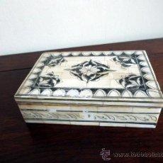 Antigüedades: CAJA ART DECO -EPCOA AÑOS 30 -REALIZADA EN HUESO Y PLUMILLA. Lote 34728320