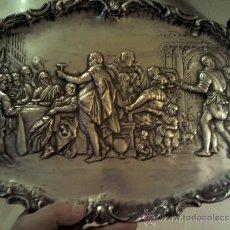 Antigüedades: BANDEJA POSIBLEMENTE DE COBRE PLATEADA MUY ANTIGUA MOTIVO DE LA ÚLTIMA CENA. Lote 34763959