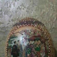 Antigüedades: ESPECTACULAR HUEVO DE PORCELANA CALADA PINTADO TOTALMENTE A MANO.GRAN TRABAJO.. Lote 34798138