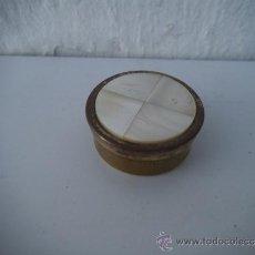 Antigüedades: PEQUEÑA CAJA PASTILLERO CON NACAR. Lote 34838492