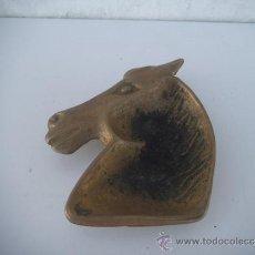 Antigüedades: CENICERO CABEZA DE CABALLO BRONCE. Lote 34852808
