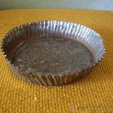 Antigüedades: ANTIGUO MOLDE PARA HACER FLANES ( 20.5 CTM DIAMETRO X 4 ALTO ). Lote 34884345