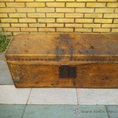 Antigüedades: ARCA MADERA Y PIEL. Lote 34943508