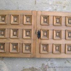 Antigüedades: VIEJAS HOJAS DE PUERTAS DE MUEBLE CASTELLANO.. Lote 35179882