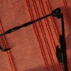 Antigüedades: ANTIGUO CANDIL DE ACEITE COMPLETO. DOBLE CAZOLETA.. Lote 35140635