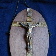 Antigüedades: ANTIGUO CRISTO DE METAL SOBRE PLACA DE MADERA. SIGLO XIX. Lote 35213601