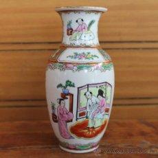 Antigüedades: JARRON DE PORCELANA CHINA PINTADO A MANO CON MARCA EN LA BASE – COMPRADO EN CHINA. Lote 35218369
