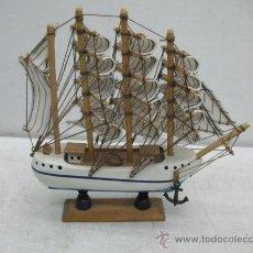 Antigüedades: BARCO DECORATIVO DE MADERA CONIL. Lote 35233756