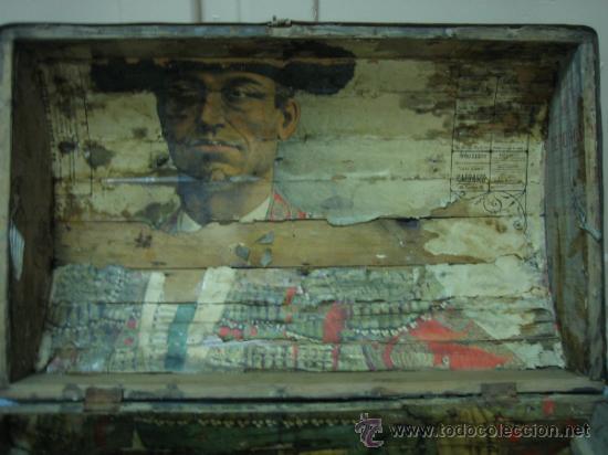 Antigüedades: Baul o Esporton antiguo de Torero. Forrado con el cartel de la retirada de Lagartijo. 44x42x68 cm - Foto 35 - 105631902