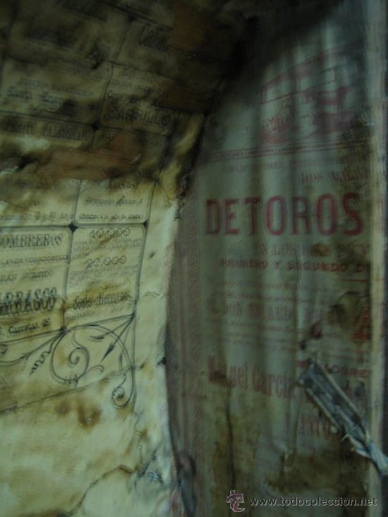 Antigüedades: Baul o Esporton antiguo de Torero. Forrado con el cartel de la retirada de Lagartijo. 44x42x68 cm - Foto 31 - 105631902