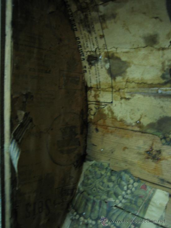 Antigüedades: Baul o Esporton antiguo de Torero. Forrado con el cartel de la retirada de Lagartijo. 44x42x68 cm - Foto 30 - 105631902