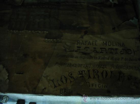 Antigüedades: Baul o Esporton antiguo de Torero. Forrado con el cartel de la retirada de Lagartijo. 44x42x68 cm - Foto 27 - 105631902