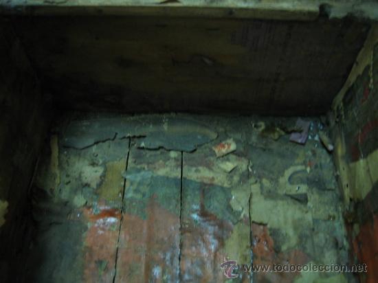 Antigüedades: Baul o Esporton antiguo de Torero. Forrado con el cartel de la retirada de Lagartijo. 44x42x68 cm - Foto 26 - 105631902