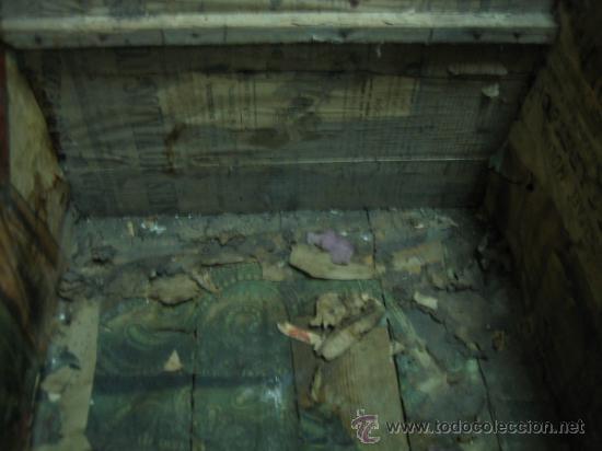 Antigüedades: Baul o Esporton antiguo de Torero. Forrado con el cartel de la retirada de Lagartijo. 44x42x68 cm - Foto 2 - 105631902