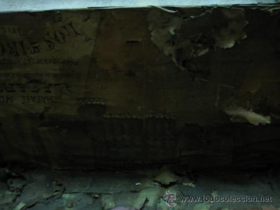 Antigüedades: Baul o Esporton antiguo de Torero. Forrado con el cartel de la retirada de Lagartijo. 44x42x68 cm - Foto 24 - 105631902