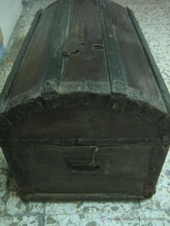 Antigüedades: Baul o Esporton antiguo de Torero. Forrado con el cartel de la retirada de Lagartijo. 44x42x68 cm - Foto 19 - 105631902