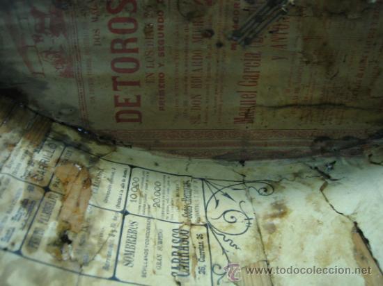 Antigüedades: Baul o Esporton antiguo de Torero. Forrado con el cartel de la retirada de Lagartijo. 44x42x68 cm - Foto 17 - 105631902