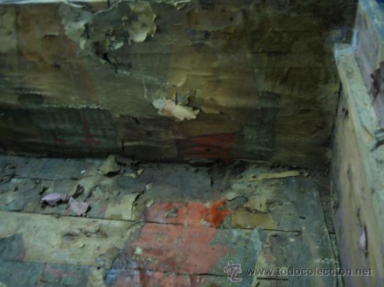 Antigüedades: Baul o Esporton antiguo de Torero. Forrado con el cartel de la retirada de Lagartijo. 44x42x68 cm - Foto 12 - 105631902