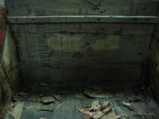 Antigüedades: Baul o Esporton antiguo de Torero. Forrado con el cartel de la retirada de Lagartijo. 44x42x68 cm - Foto 11 - 105631902