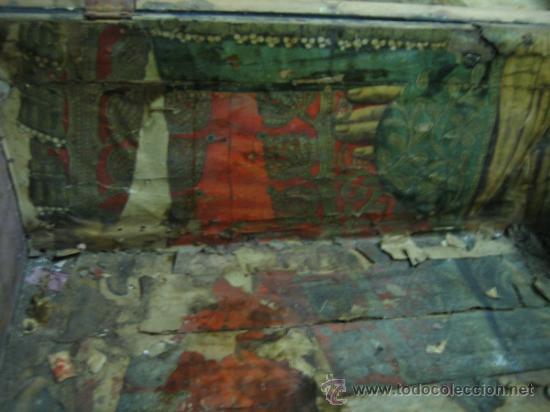 Antigüedades: Baul o Esporton antiguo de Torero. Forrado con el cartel de la retirada de Lagartijo. 44x42x68 cm - Foto 9 - 105631902