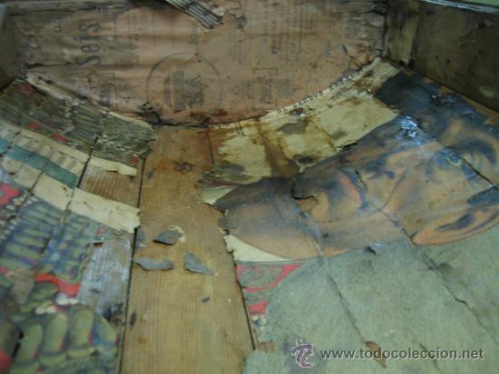 Antigüedades: Baul o Esporton antiguo de Torero. Forrado con el cartel de la retirada de Lagartijo. 44x42x68 cm - Foto 7 - 105631902