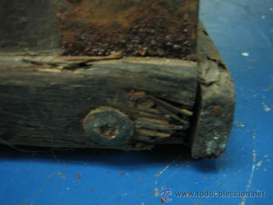 Antigüedades: Baul o Esporton antiguo de Torero. Forrado con el cartel de la retirada de Lagartijo. 44x42x68 cm - Foto 5 - 105631902