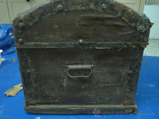 Antigüedades: Baul o Esporton antiguo de Torero. Forrado con el cartel de la retirada de Lagartijo. 44x42x68 cm - Foto 4 - 105631902