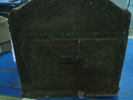 Antigüedades: Baul o Esporton antiguo de Torero. Forrado con el cartel de la retirada de Lagartijo. 44x42x68 cm - Foto 3 - 105631902