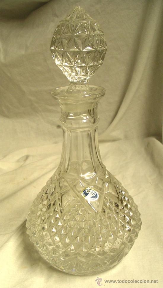 LICORERA TALLADA CRISTAL DE BOHEMIA, A ESTRENAR. MED. 30 X 14 CM (Antigüedades - Cristal y Vidrio - Bohemia)