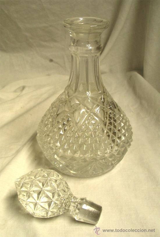 Antigüedades: Licorera tallada cristal de Bohemia, a estrenar. Med. 30 x 14 cm - Foto 2 - 35299964