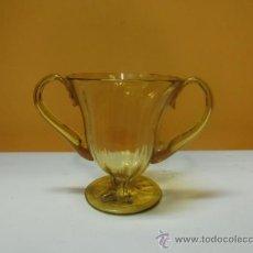 Antigüedades: MALLORCA. JARRONCITO DE CRISTAL ANTIGUO AMARILLO CON ASAS. PARECE GORDIOLA. Lote 35306675