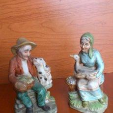 Antigüedades: PAREJA DE ABUELITOS EN PORCELANA FINA DE BISCUIT, PINTADAS A MANO.. Lote 35333362