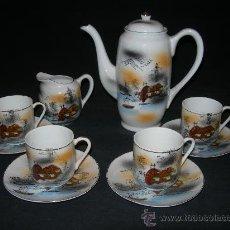 Antigüedades: BONITO JUEGO DE CAFE CON DIBUJOS ORIENTALES COMPUESTO DE CAFETERA,LECHERA Y CUATRO TAZAS Y PLATOS. Lote 35482777
