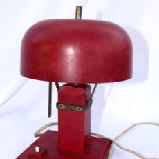 Antigüedades: DE MUSEO! BAUHAUS ORIGINAL LAMPARA ANTIGUA EN BAQUELITA ROJA CIRCA 1900 DISEÑO. Lote 35338712