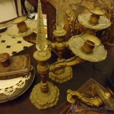 Antigüedades: PRECIOSA PAREJA DE CANDELABROS 3 BRAZOS METAL Y CRISTAL TALLADO, TOTAL 30X29 CM IDEAL PARA VIRGEN. Lote 35350571