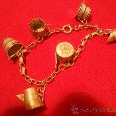 Antigüedades: PULSERA DE PLATA CON COLGANTES 2 JARRAS 2 TAZAS 2 CUBOS 1 SILBATO. Lote 35351770