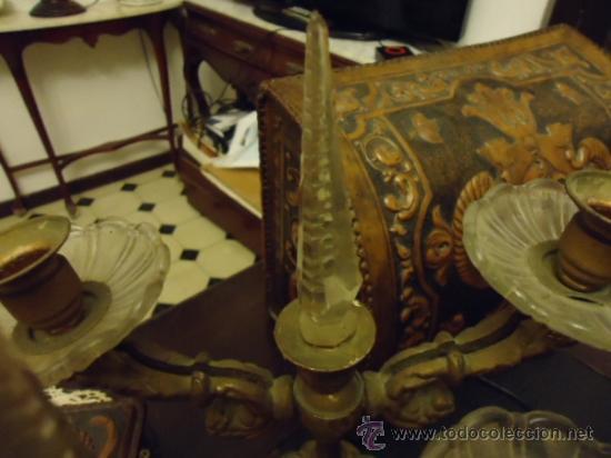 Antigüedades: preciosa pareja de candelabros 3 brazos metal y cristal tallado, total 30x29 cm ideal para virgen - Foto 8 - 35350571