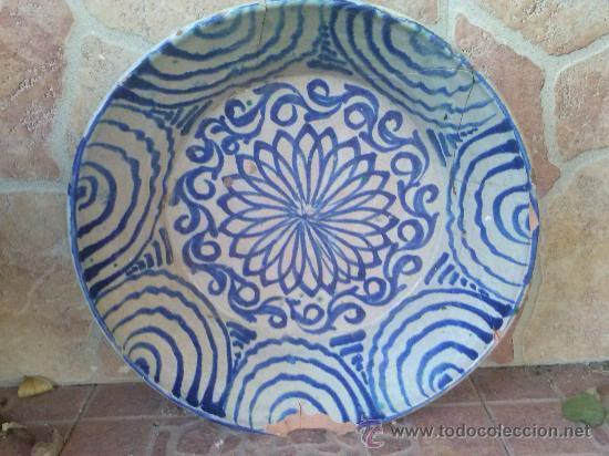 ANTIGUA FUENTE DE FAJALAUZA, PINTADA A MANO. (Antigüedades - Porcelanas y Cerámicas - Fajalauza)