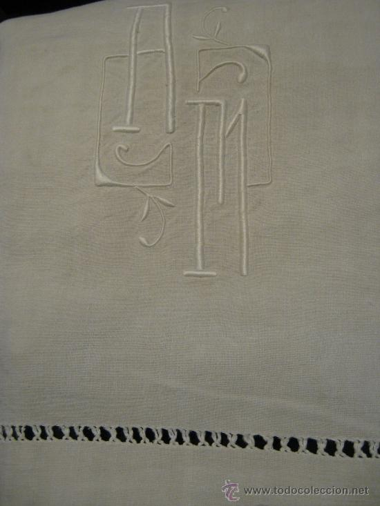 ANTIGUA SÁBANA ART DECO DE LINO CON GRANDES INICIALES A.M. Y VAINICA (Antigüedades - Hogar y Decoración - Sábanas Antiguas)